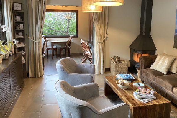 Salon1-La-Calma-relax-Wellness-Retiros-Ribadesella-Asturias-scaled.jpg